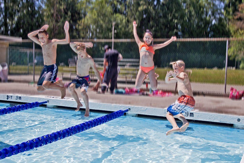 Kids jumping into Spani Pool